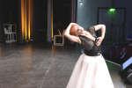 Christine Bonneton, professeure de danse et chorégraphe à l'Opéra-Comique, sur scène à O21 à Paris.