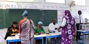 Bureau de vote de Mamoudzou, à Mayotte, dimanche 18 mars.