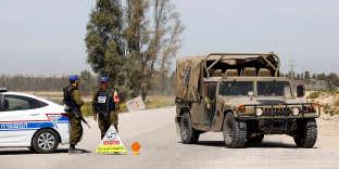 Contrôle de sécurité à l'entrée de la bande de Gaza, dimanche 18 mars.