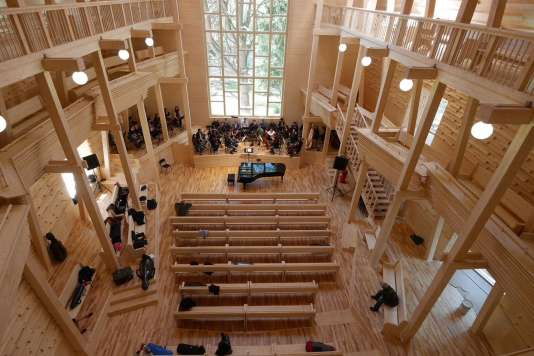 Un salon de musique à Repina (Russie) réalisé par Fabre Speller Architectes.