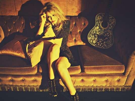 La chanteuse australienne Kylie Minogue était de passage à Paris au Café de la danse.