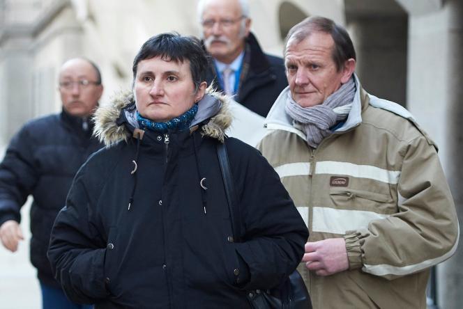 Les parents de Sophie Lionnet au premier jour du procès du meurtre de leur fille, à Londres, le 19 mars.