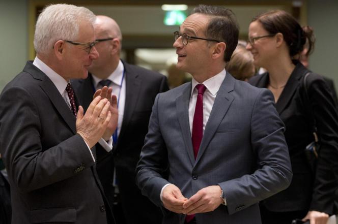 Le ministre polonais des affaires étrangères, Jack Czaputowicz, et son homologue allemand, Heiko Maas, le 19 mars à Bruxelles.