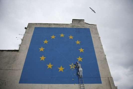 Une peinture murale deBanksy, à Dover, au Royaume-Uni, le 19 mars.