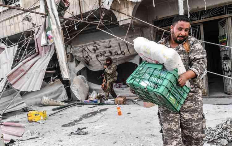 Dimanche soir, l'AFP faisait état de pillages à grande échelle des magasins, des véhicules, du bétail et des effets personnels de ceux qui avaient quitté la ville.