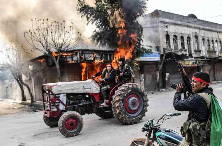 Des correspondants de l'AFP à Afrin ont constaté la présence de chars et de drapeaux turcs dans plusieurs quartiers de la ville.