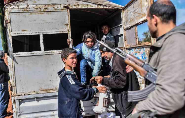 Pour les civils jetés sur les routes, l'aide humanitaire ne s'est pas encore matérialisée à un niveau suffisant. Les acteurs humanitaires présents dans les zones avoisinantes se préparent à recevoir plus d'une dizaine de milliers d'exilés.