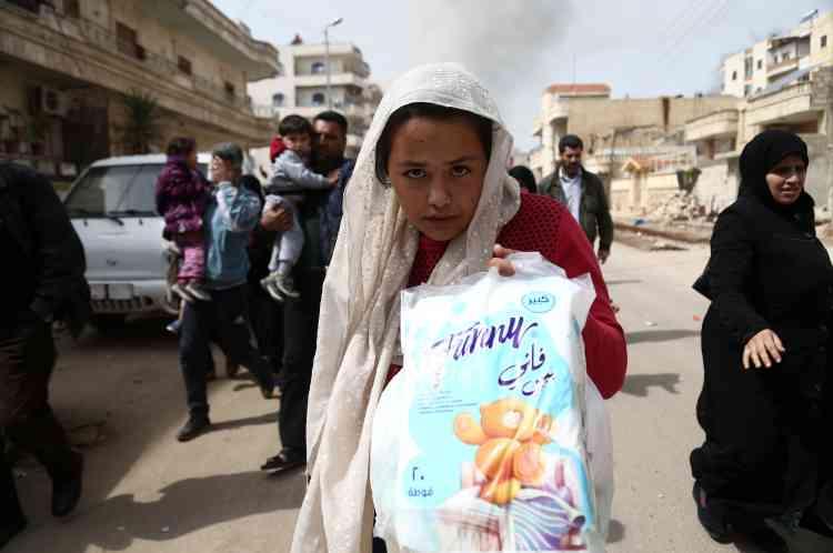 L'OSDH évalue le nombre de déplacés venus de toute l'enclave à 250 000 personnes. Les Nations unies ont enregistré 98000déplacés en dehors du secteur d'Afrin.