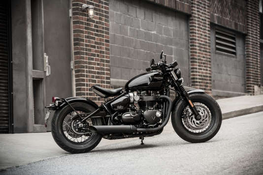 Pas question d'installer une selle biplace qui « gâcherait » le look de la Bonneville Bobber Black.