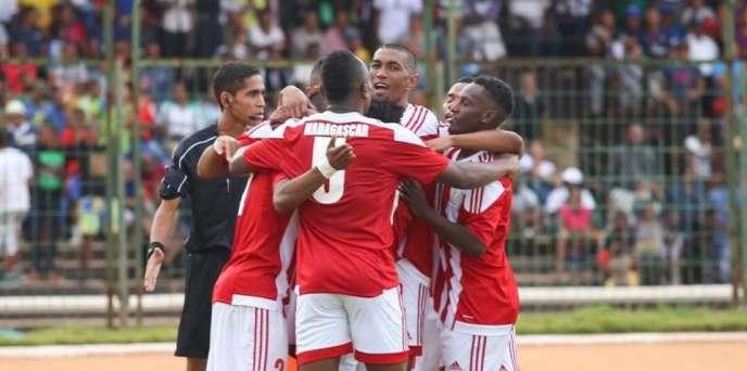 L'équipe de Madagascar célèbre un but lors d'une victoire face à Sao Tomé-et-Principe (3-2), le 26mars 2017, à Antananarivo.