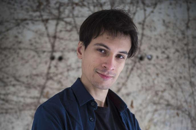Portrait de Sébastien Carassou, Docteur en Astrophysique et Youtubeur à Paris, le 17 Mars 2018. Photographié au Dernier bar avant la fin du Monde, Paris.