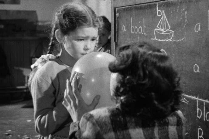 Mandy Miller dans « Mandy, Crash of Silence » (1952), d'Alexander Mackendrick.