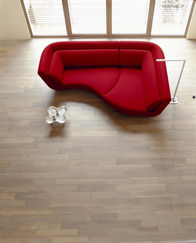 A la fois fauteuil, canapé, méridienne..., le sofa Yang est constitué de 2 à 4 modules indépendants à rapprocher ou dissocier (Cinna, 2001) .