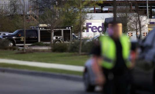 La police de la ville de Schertz a précisé sur sa page Facebook que le colis avait explosé dans la partie où se fait le tri et qu'« une personne a été soignée sur place avant de repartir».