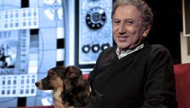Le présentateur Michel Drucker amène sa chienne Isia, un border collie, à tous ses enregistrementsdepuis novembre 2012.