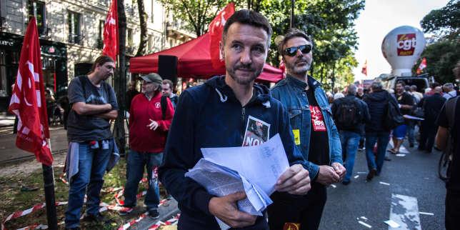 Olivier Besancenot,porte-parole du Nouveau Parti anticapitaliste, lors d'une manifestation contre la loi travail, à Paris, en octobre 2017.