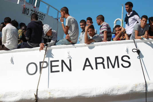 L'opération de sauvetage controversée a eu lieu le 15 mars, lorsque les gardes-côtes italiens ont signalé à l'Open-Arms deux embarcations en détresse à 73 milles marins au large de la Libye, avant de préciser que Tripoli se chargeait de la coordination des opérations.