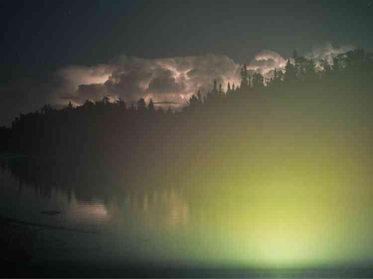 En Ontario, au Canada, la Région des lacs expérimentaux est un immense site de recherche qui rassemble 58 lacs d'eau douce. Y sont testés les effets de la pollution sur la vie aquatique.