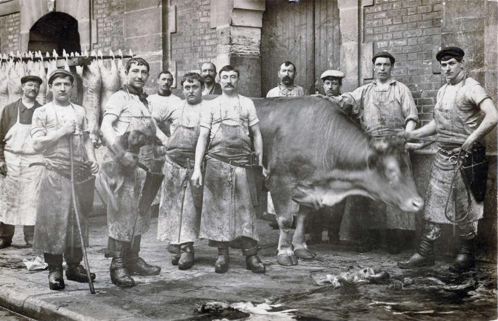 1867 est l'année de l'ouverture des abattoirs de La Villette, sur un projet de modernisation du nord de Paris proposé par le baron Haussmann, préfet de la Seine.