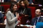 French Minister for Solidarity and Health Agnes Buzyn (L) talks as French Prime Minister Edouard Philippe (R) and French Sports Minister Laura Flessel (Rear C) look on during a session of questions to the government, on March 21, 2018 at the French National Assembly in Paris. / AFP / JACQUES DEMARTHON
