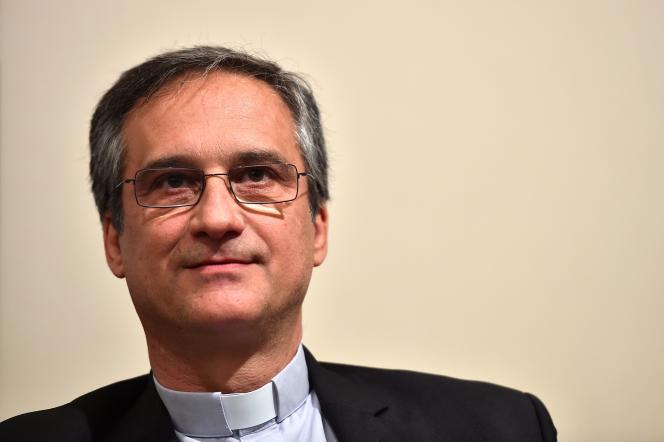 Mgr Dario Vigano, en avril 2016 à Rome.