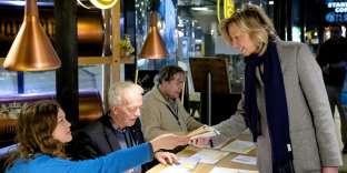 La ministre néerlandaise de l'intérieur, Kajsa Ollongren, dans son bureau de vote d'Amsterdam, le 21 mars.