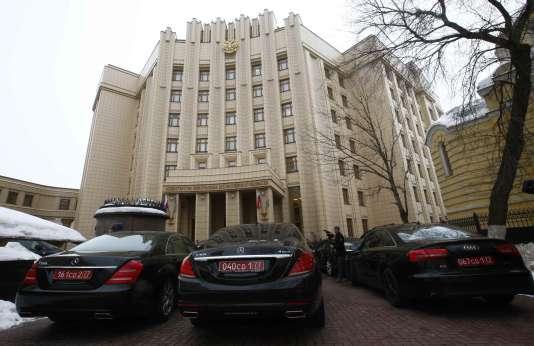 Une centaine d'ambassadeurs se sont rendus au ministère des affaires étrangères russe pour assister à une réunion organisée par Moscou pour exposer sa position dans l'affaire Skripal.