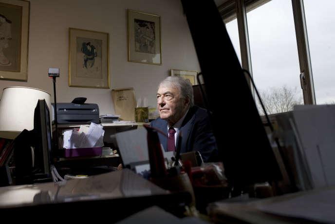 Claude Lanzmann dans son bureau, à Paris, en février 2009.