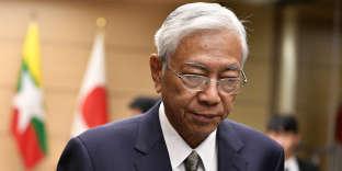 Htin Kyaw, le 14 décembre 2017, quittant une conférence de presse.