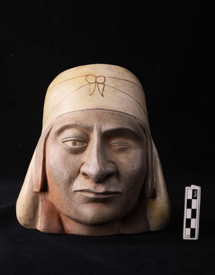 Portrait réaliste d'un Huaco au turban, Mochica, réalisé en céramique modelée et peinte (300-400 ap. J.-C.), provenant de Huaca de la Luna.