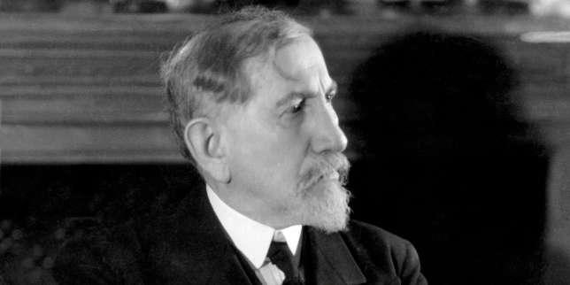 Charles Maurras (1868-1952) dans les locaux de «L'Action française» à Paris en janvier 1930.