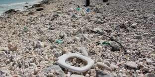 Des déchets en plastique sur une plage de Wake Island, dans le Pacifique, le 2 février 2018.