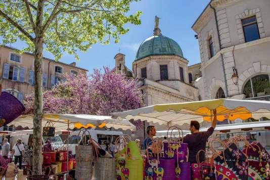 A Apt, le grand marché du samedi est une institution depuis le XIIe siècle.