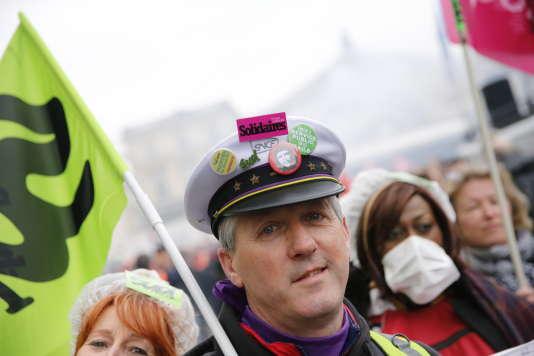 Sur la manifestation des cheminots, à Paris, le 22 mars