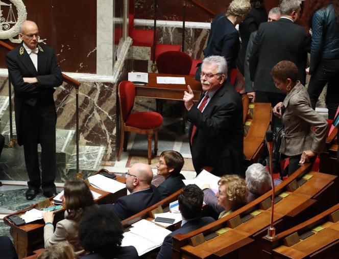 Pour le député André Chassaigne (groupe GDR) : il s'agit d'un « déni de démocratie».