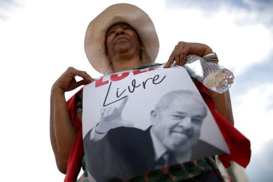 Des partisans de l'ancien président brésilien Lula, lors d'un rassemblement à Brasilia, le 22 mars.
