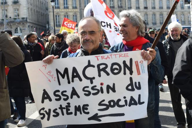 Lors d'une manifestation contre la politique du gouvernement, le 22 mars à Bordeaux.