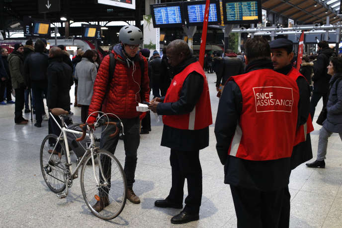 La grève des cheminots de la SNCF va durer au moins jusqu'à la fin du mois de juin.
