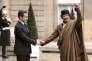 Le 10 décembre 2007, Nicolas Sarkozy recevait Mouammar Kadhafi à l'Elysée.