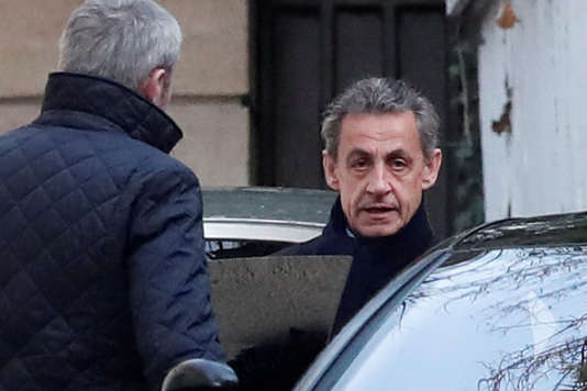 Nicolas Sarkozy quittant son domicile parisien, le 21 mars au matin.