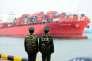 Un cargo quitte le port de Qingdao, en Chine, le 8 mars.