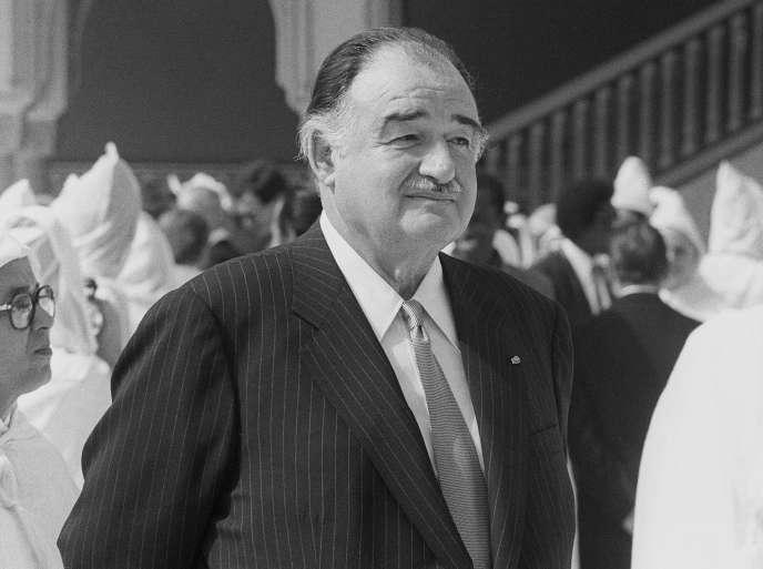 Alexandre de Marenches futdirecteur général du Service de documentation extérieure et de contre-espionnage (Sdece) de 1970 à 1981. Ici, à Marrakech, en 1985, lors d'une visite à la famille royale marocaine.