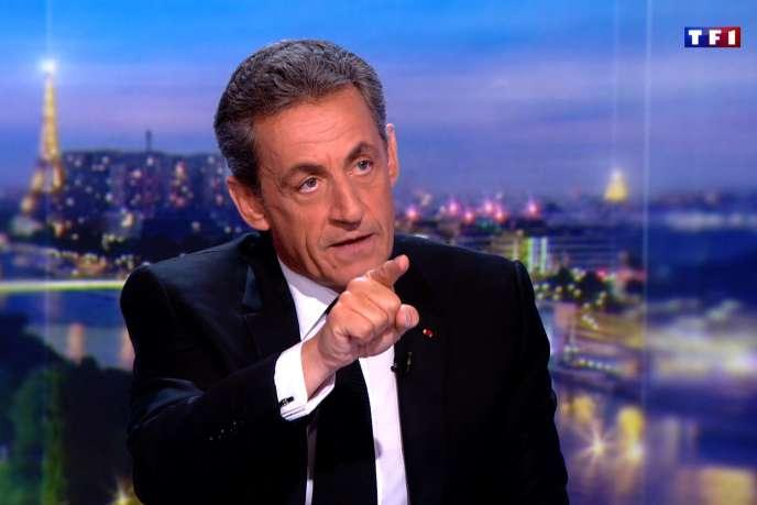 Nicolas Sarkozy sur le plateau du journal de 20heures de TF1, à Boulogne-Billancourt, le 22 mars.