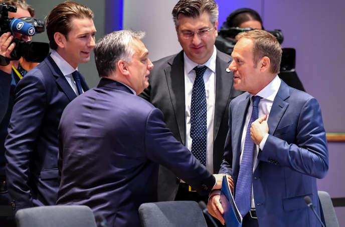 De gauche à droite : le chancelier autrichien Sebastian Kurz, le premier ministre hongrois Viktor Orban, le premier ministre croate Andrej Plenkovic et le président du Conseil européen Donald Tusk, le 23 mars à Bruxelles.