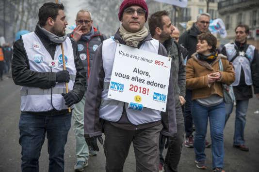 Manifestation nationale des cheminots contre le projet de réforme de leur statut à Paris, le 22 mars .