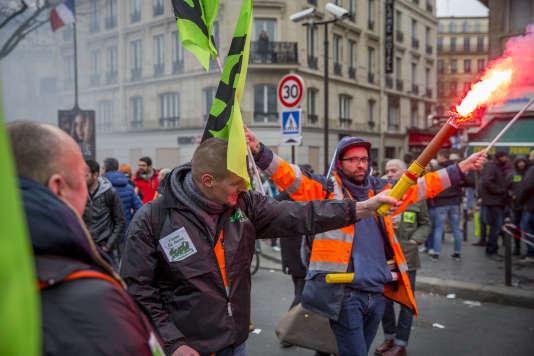 Manifestation nationale des cheminots contre le projet de réforme de leur statut à Paris le 22 mars.
