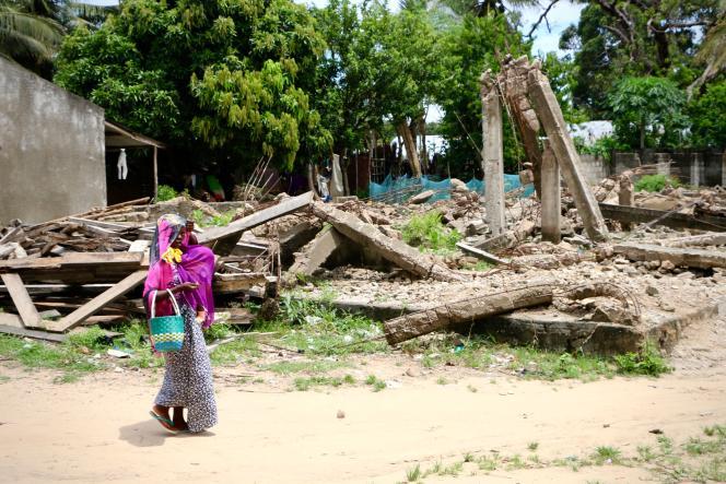 Les débris d'une mosquée détruite par les forces de sécurité du gouvernement après deux jours d'une attaque présumée islamiste, le 6 mars àMocimboa da Praia, (Mozambique).