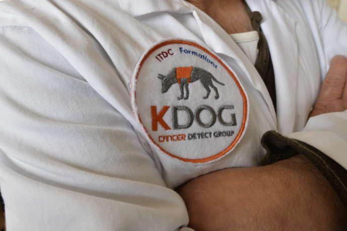 Le projet Kdog a été lancé en septembre 2016 par le maître-chien Jacky Experton en collaboration avec Isabelle Fromantin, de l'Institut Curie. Il consiste à dresser des chiens afin qu'ils reconnaissent la signature olfactive du cancer du sein.