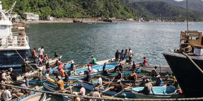 Le port de Mutsamudu, sur l'île d'Anjouan, aux Comores, le 21mars 2018.