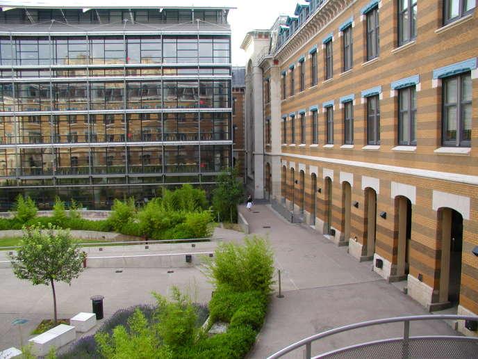 Pour se démarquer des écoles, les IAE (ici, celui de Lyon) ont développé le principe d'une communauté qui regroupe étudiants, enseignants et entreprises partenaires.